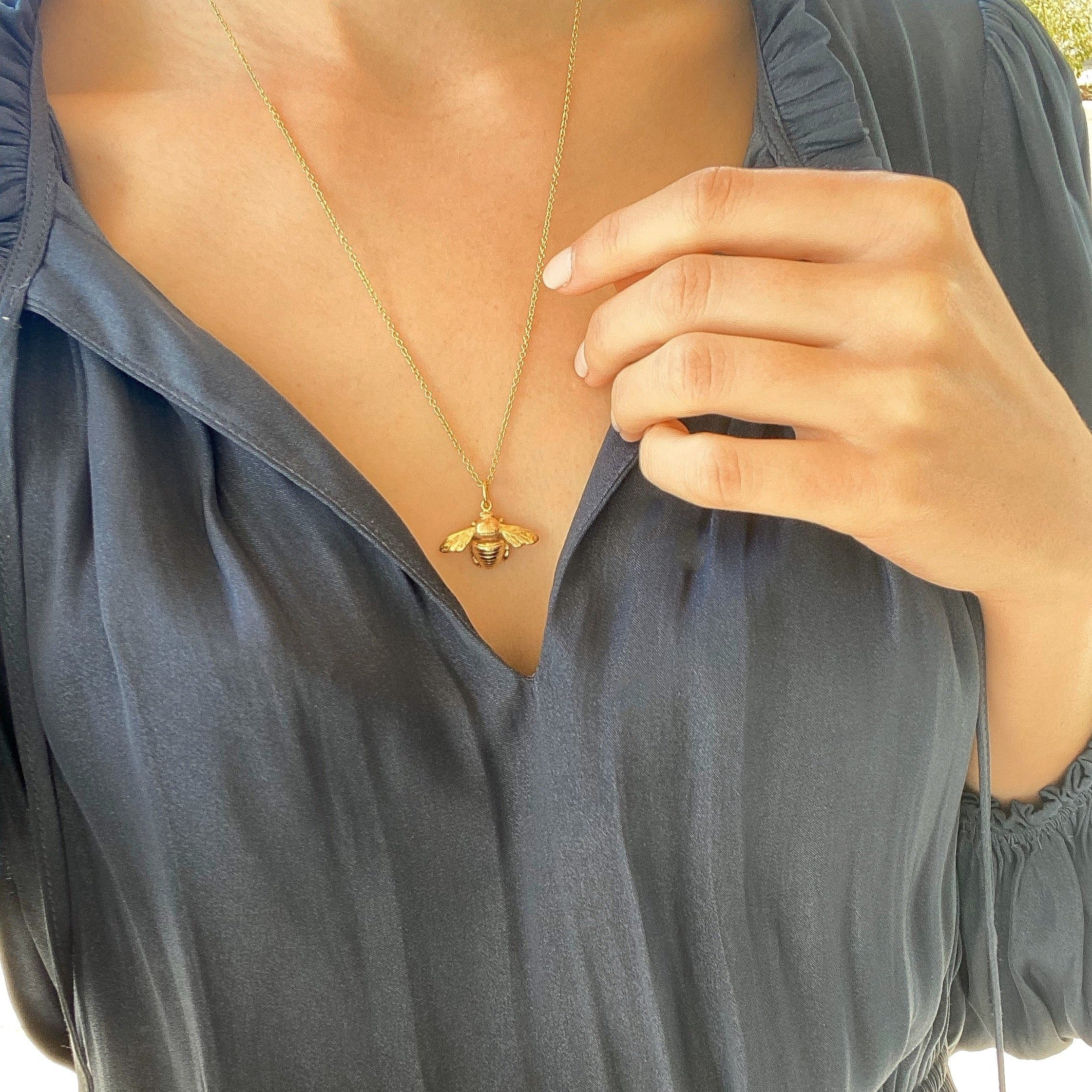 Bumble Bee Necklace Gold