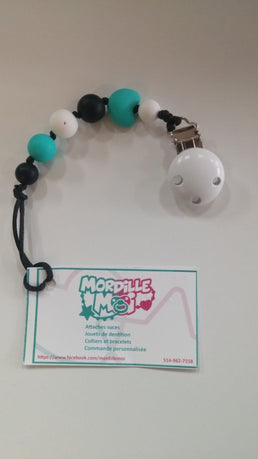 Mordille moi - Turquoise Pacifier Holder