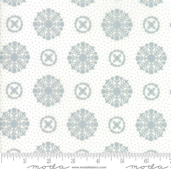 Vintage Holiday by Bonnie and Camille - Snowflakes in Grey Metallic (55166-18M)