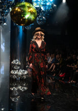 Load image into Gallery viewer, TPFF Runway 2018 Shot By Thom - Empire Rose