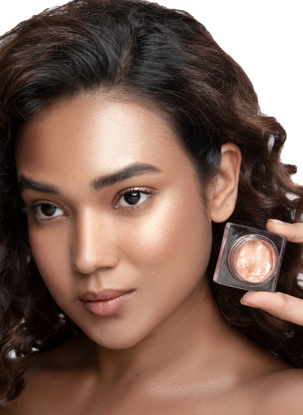 SUGAR Cosmetics Glow And Behold Jelly Highlighter - 02 Peach Pioneer (Peach Pink Gold)