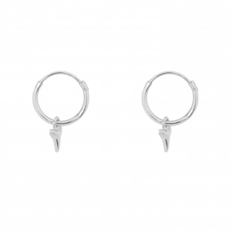 BETTY BOGAERS SMALL HOOP SMALL SHARK TOOTH EARRING