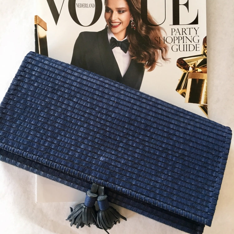 CLUTCH MONA POMPONS, BLUE/BLACK