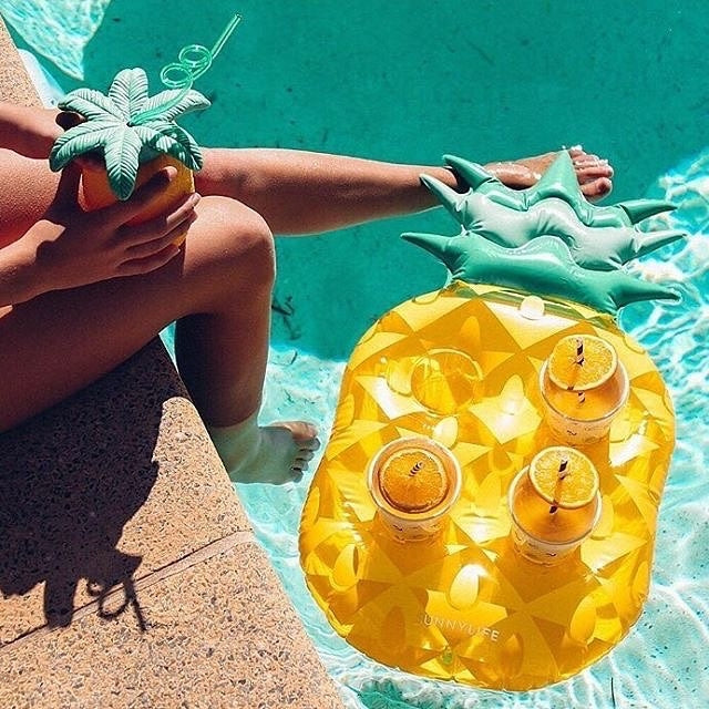 PINEAPPLE FLOATING DRINK HOLDER