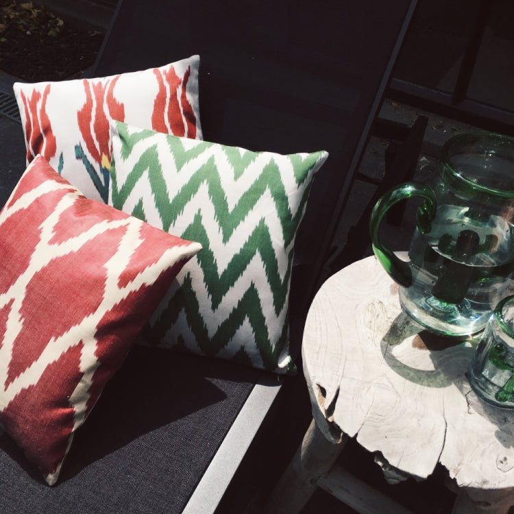 CUSHION IKAT CLOVER