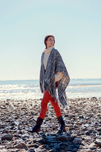 Load image into Gallery viewer, Arazá poncho in extra fine Merino wool