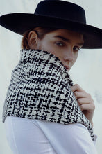 Load image into Gallery viewer, Curupí scarf in extra fine Merino wool