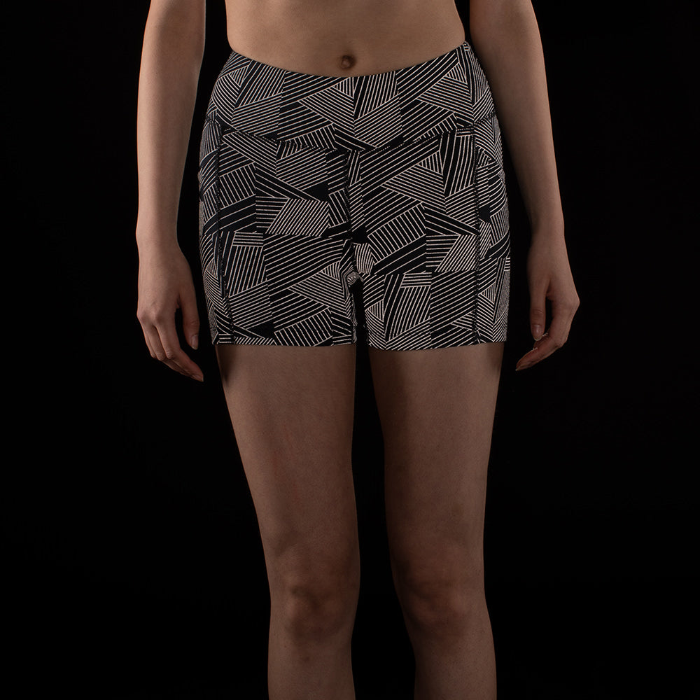 Model : Gretchen - Size 4, Gretchen is 5'11 | PRIMARY | BLACK CIRRUS PRINT