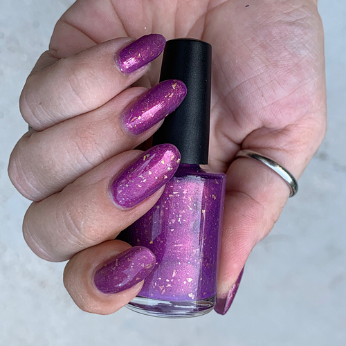 lizzo inspired crelly jelly polish. with holo flake scattered holo and a duochrome shimmer