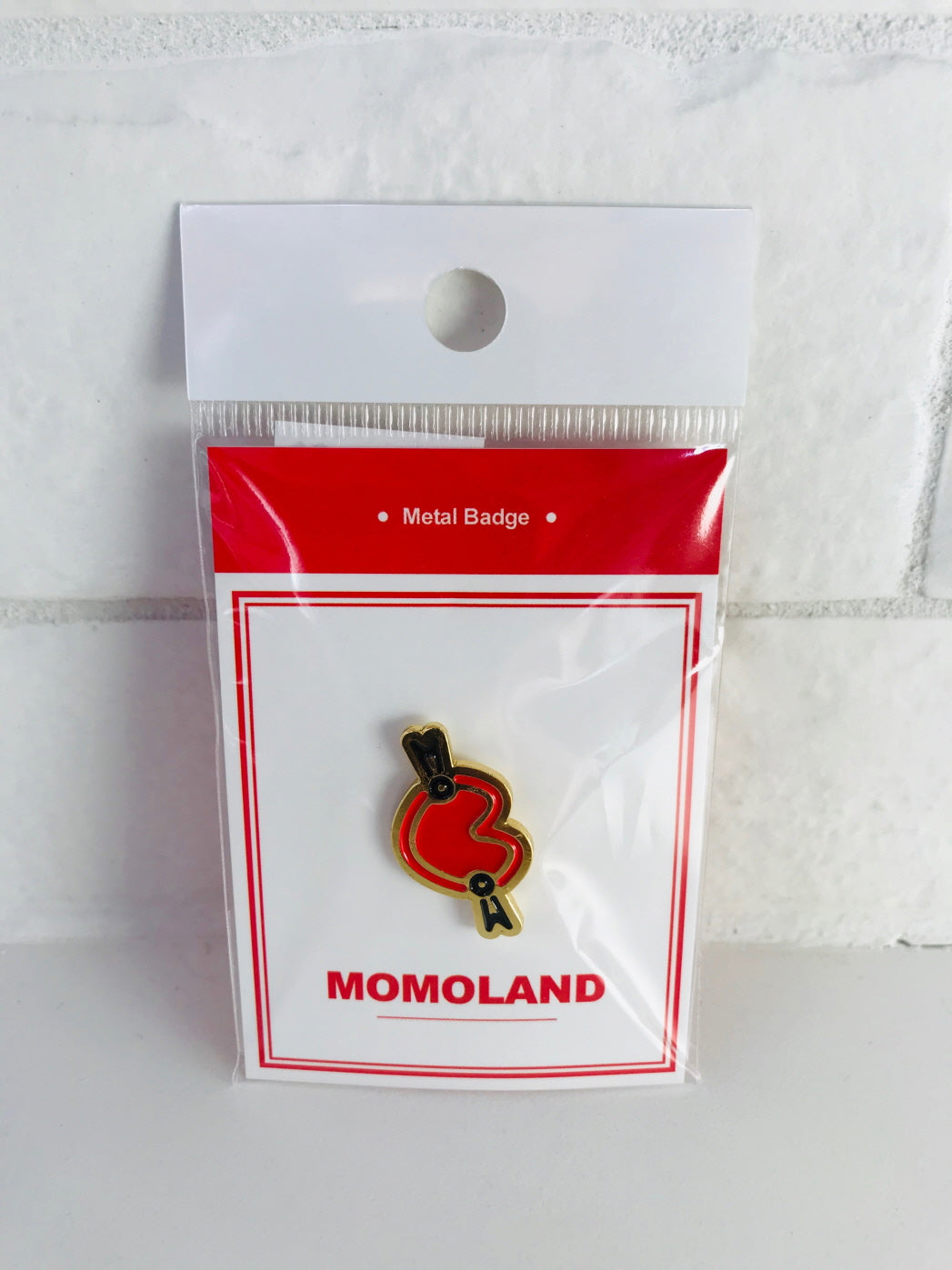 MOMOLAND METAL BADGE