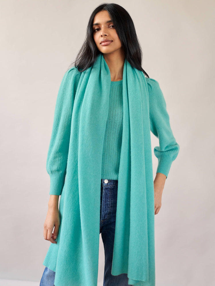 products/17203_Mini-Cashmere-Travel-Wrap_Soft-Emerald_2.jpg