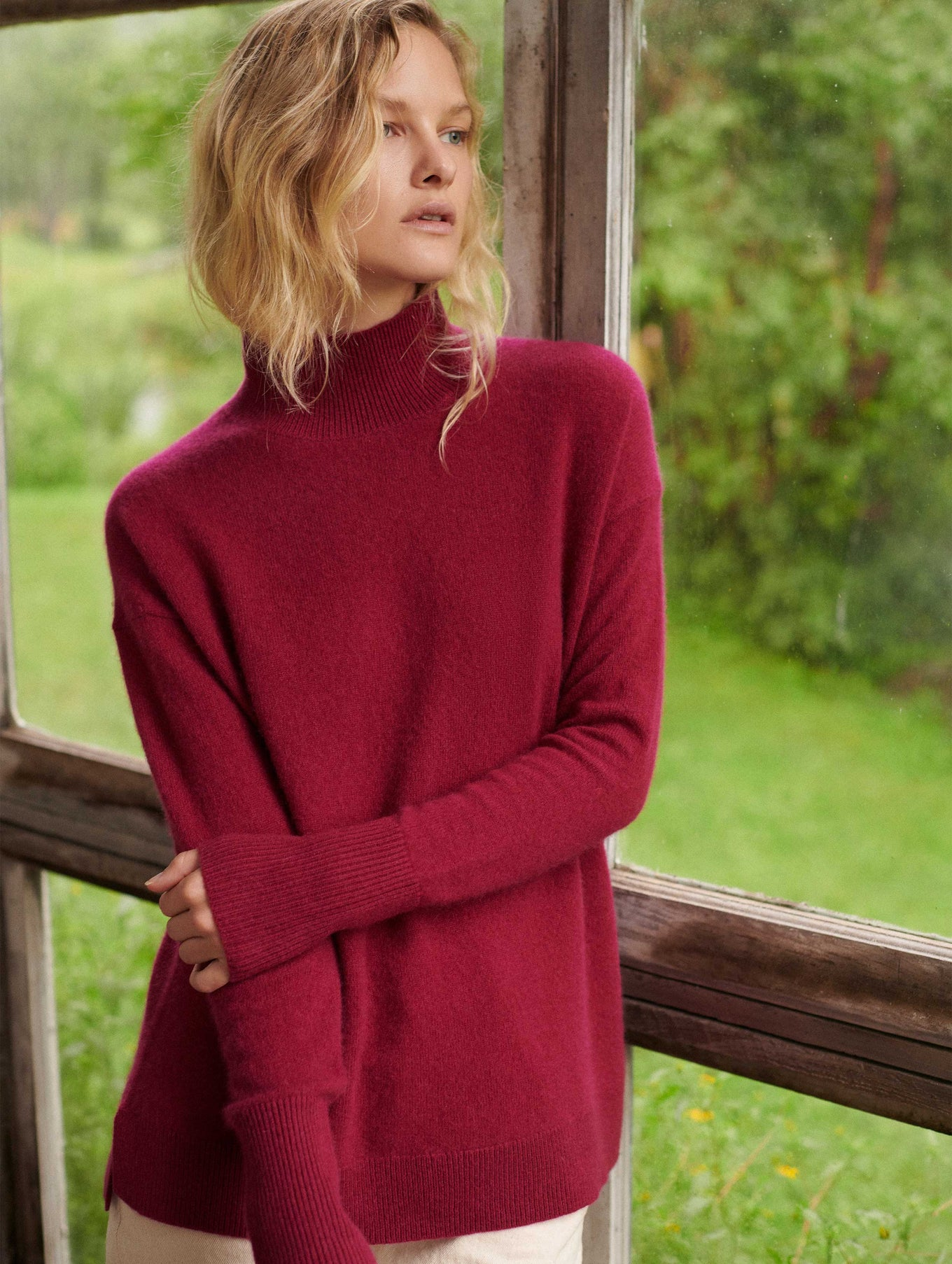 Cashmere Side Slit Standneck