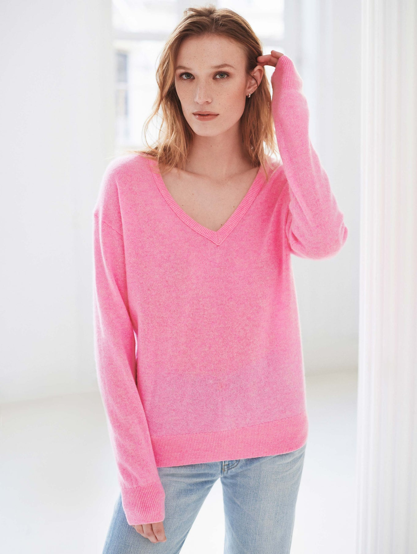 Essential Cashmere V Neck