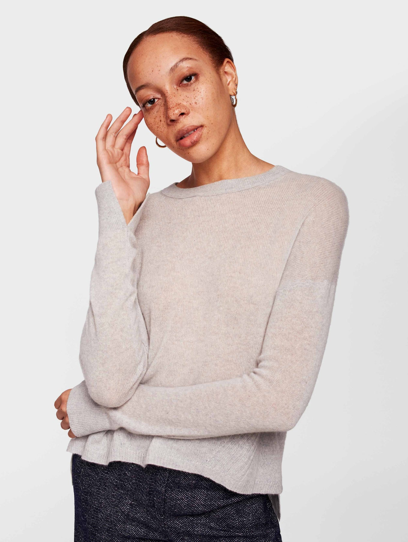 Cashmere Step Hem Crewneck - Ash Heather - Image 1