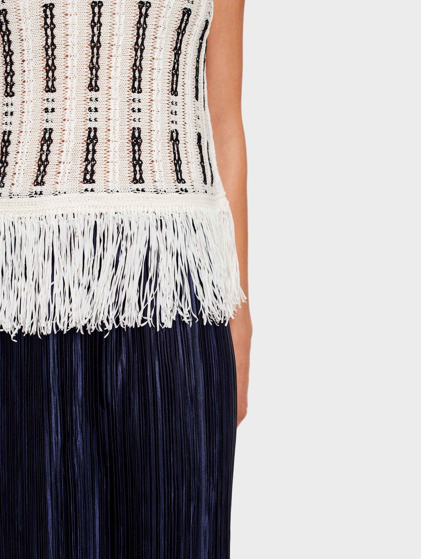 Mid Gauge Cotton Fringe Detail Tank - White/Black - Image 4