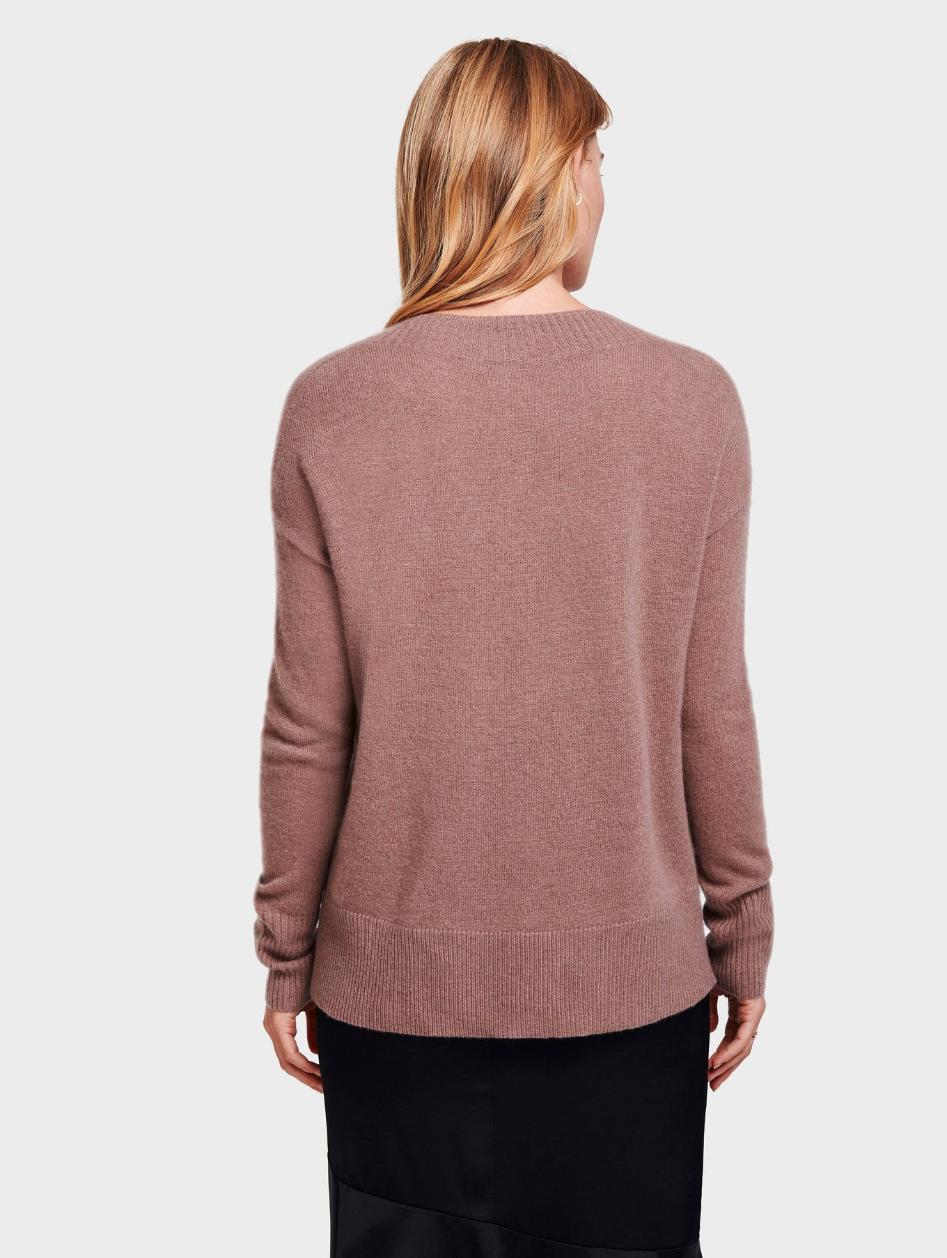 Cashmere Wide Rib V Neck - Smoky Quartz Heather - Image 3