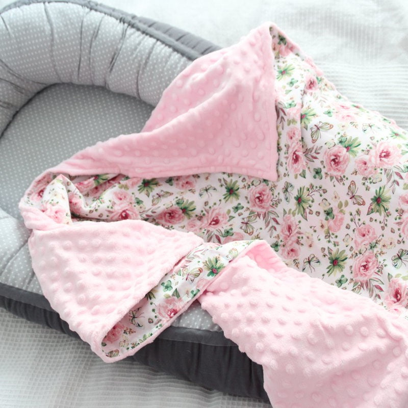 Light Pink Color Blanket With Flowers