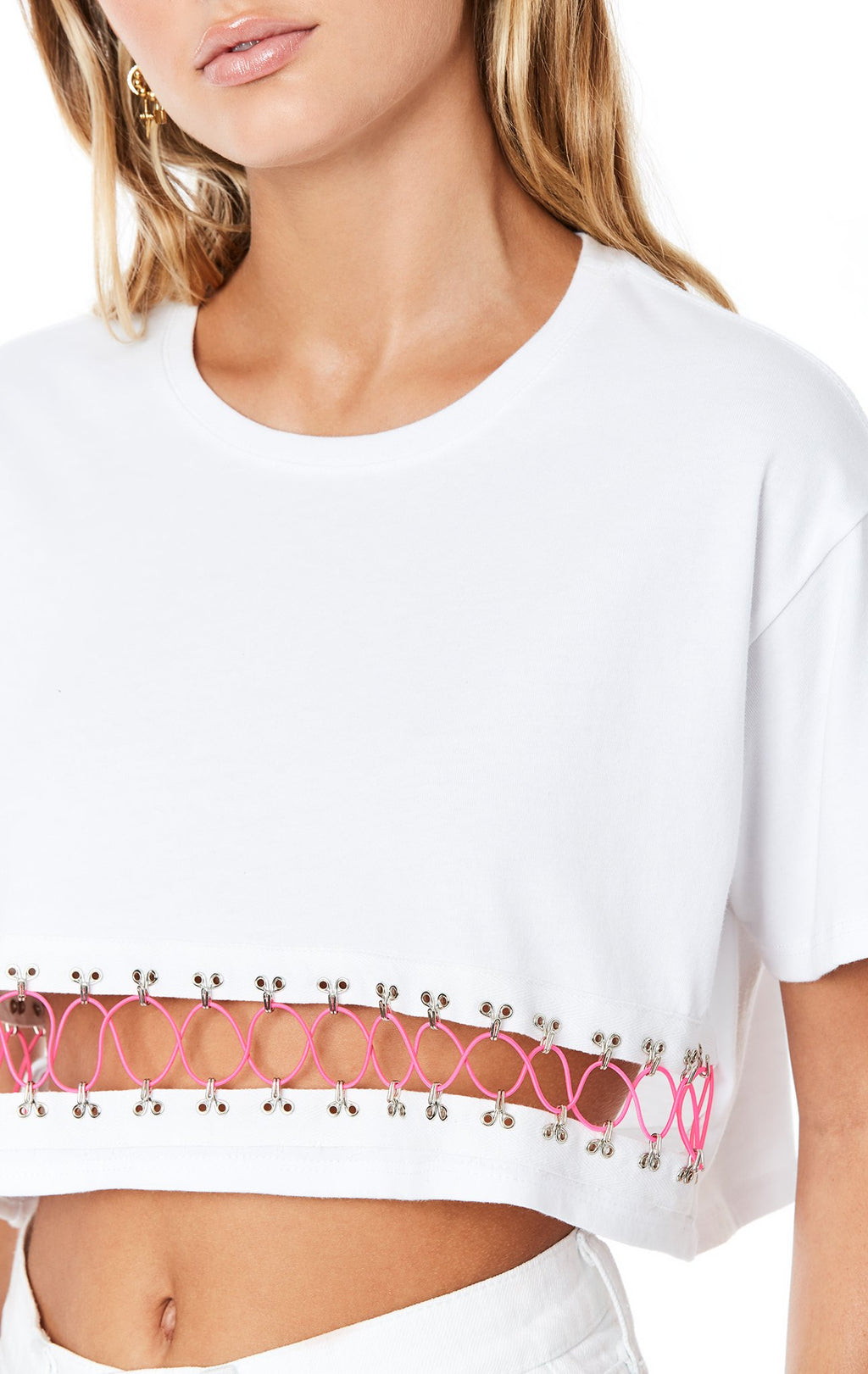 Emma & Sam: CRISS CROSS BUNGEE CROP TEE - NOVELTY TEE