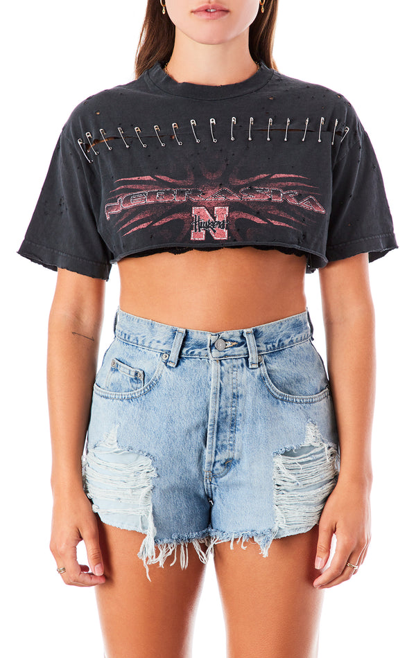 VINTAGE HORIZONTAL SAFETY PIN CROP T-SHIRT