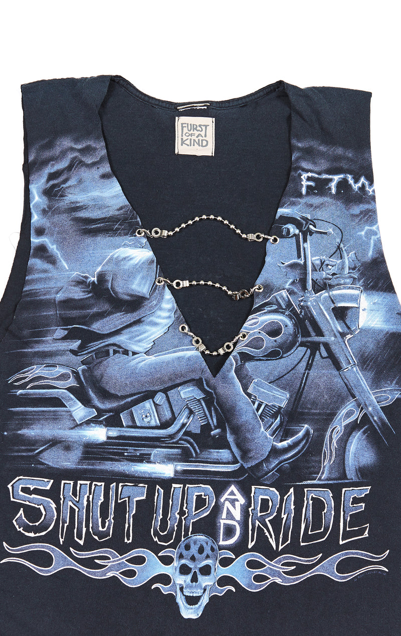 SLEEVELESS TEE WITH CHAIN LADDER FRONT