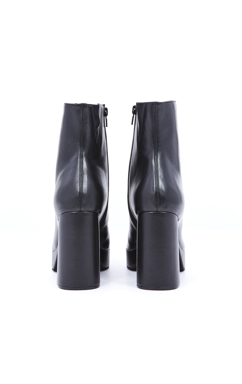 DORMANT PLATFORM BOOT WITH SCULPTED HEEL