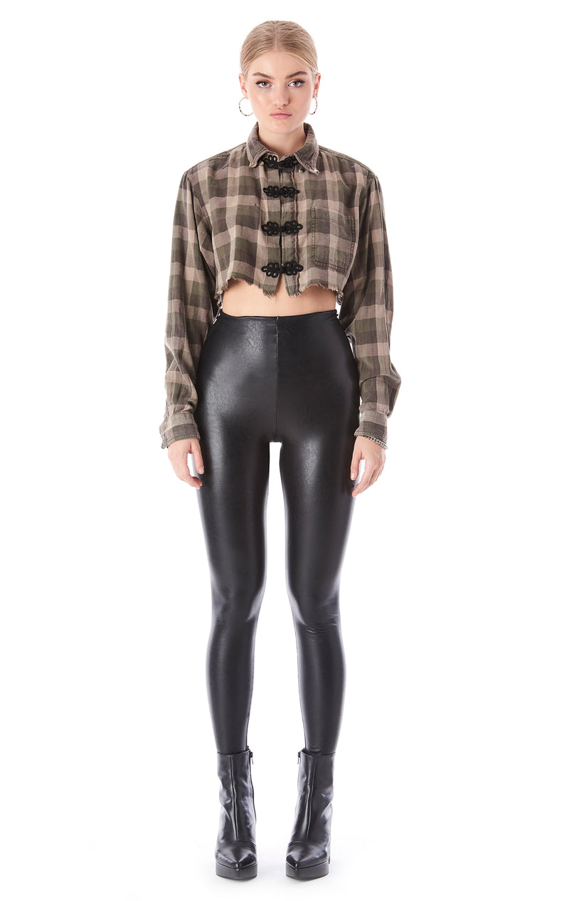 VINTAGE CROP FLANNEL WITH FROG CLOSURE