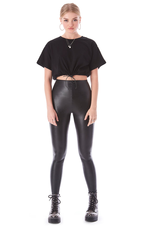 TOGGLE BOTTOM CROP T-SHIRT