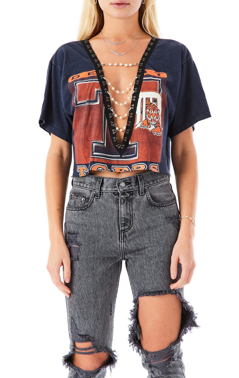 VINTAGE PEARL CHAIN V-NECK CROP T-SHIRT