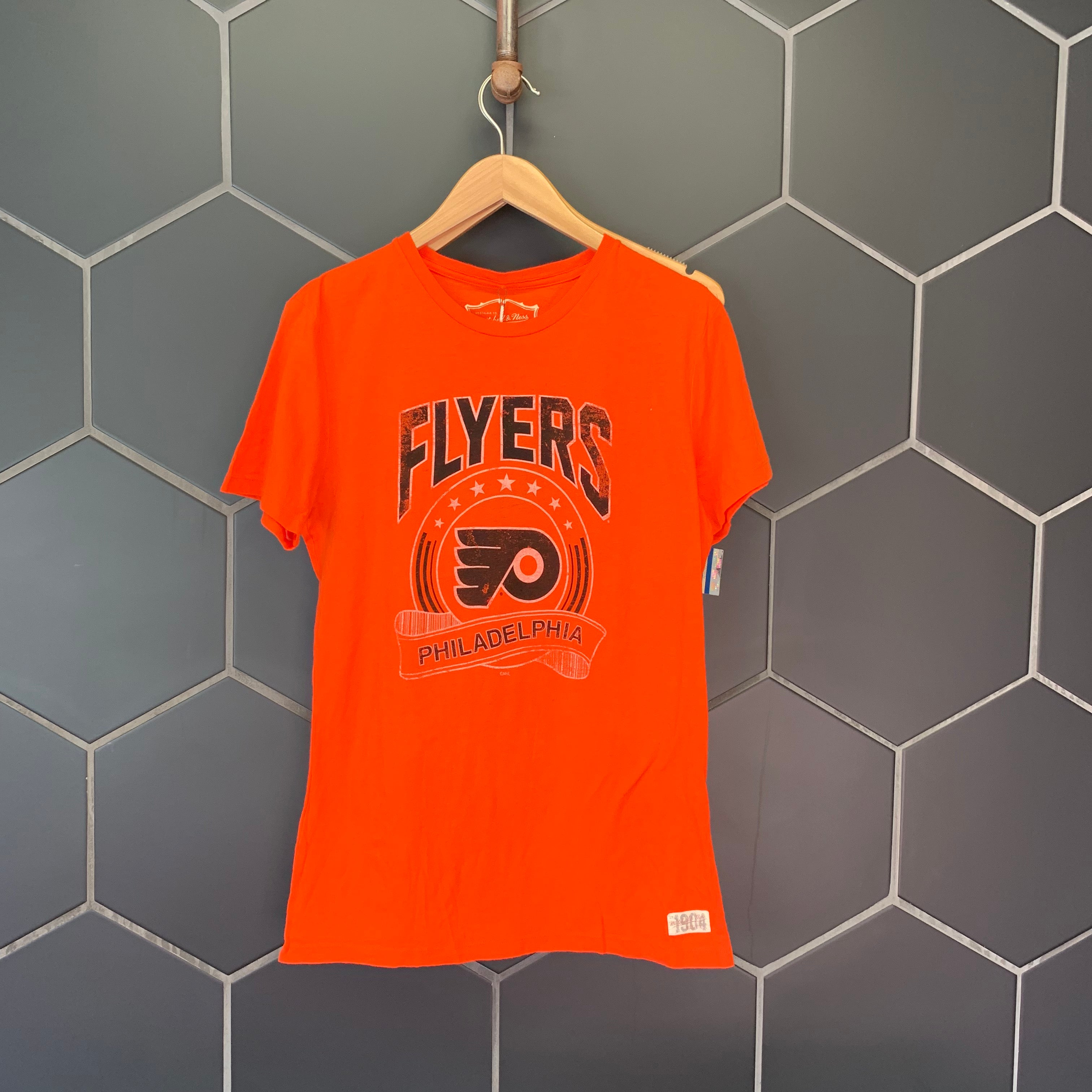 New! Womens Mitchell & Ness Philadelphia Flyers NHL Hockey Orange Black T-Shirt Size XL