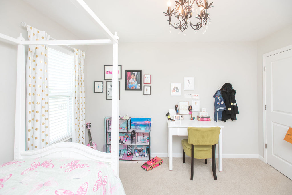 pretty girls room poster bed desk