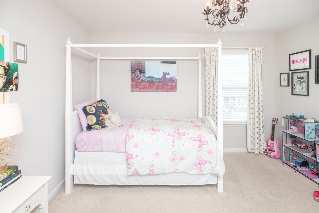 four poster bed girls room
