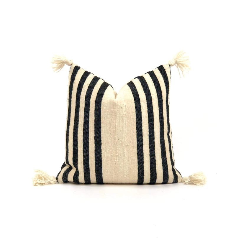 "Bryar Wolf Handmade Decorative Throw Pillows With Insert / 20"" x 20"" BRUG"