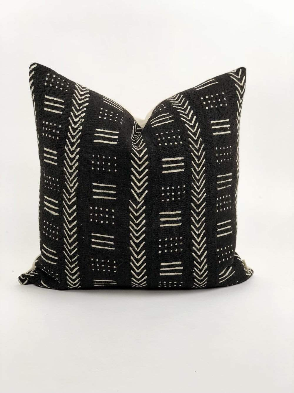 "Bryar Wolf Handmade Decorative Throw Pillows With Insert / 12"" x 20"" KEIL"