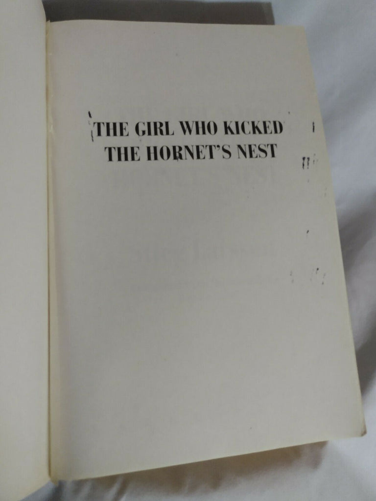 The Girl Who Kicked the Hornet's Nest (Random House Large Prt) by Stieg Larsson