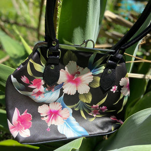 Liquorbrand Black Luau Kisslock Shoulder Bag