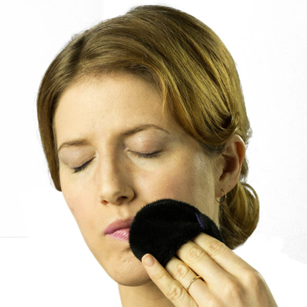 The Mitty Mini® Single-pack Ultra-Gentle Reusable Makeup Remover Pad in Black