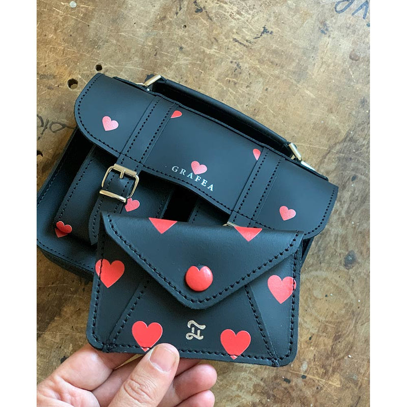 CARD WALLET RED HEARTS