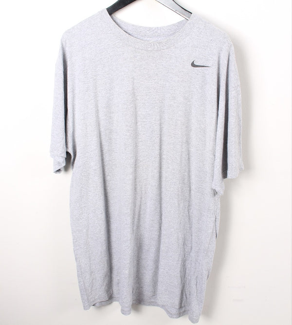 VINTAGE NIKE CASUAL SPORTS TEE- SIZE L