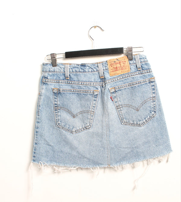 VINTAGE LEVI'S DENIM SKIRT - SIZE 30