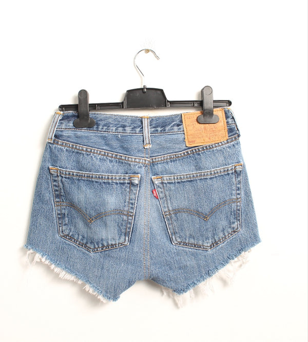 VINTAGE LEVI'S DENIM SHORT - SIZE 26