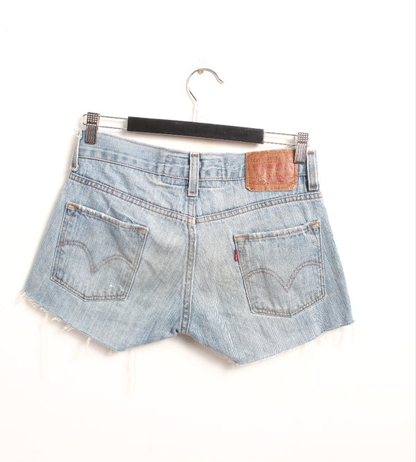 VINTAGE LEVI'S DENIM SHORT - SIZE 29