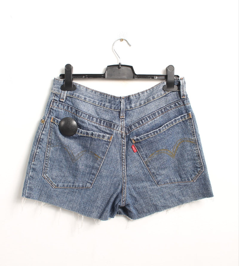 VINTAGE LEVI'S DENIM SHORT - SIZE 28