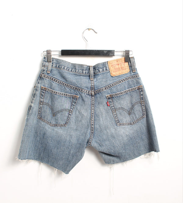 VINTAGE LEVI'S DENIM SHORT - SIZE 31