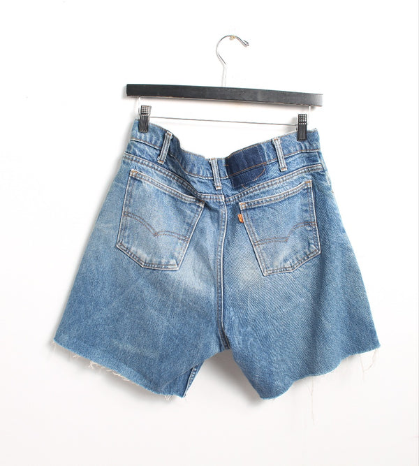 VINTAGE LEVI'S DENIM SHORT - SIZE 32