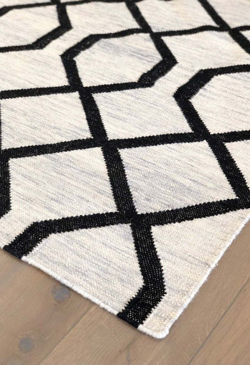 geometric rug with black lines