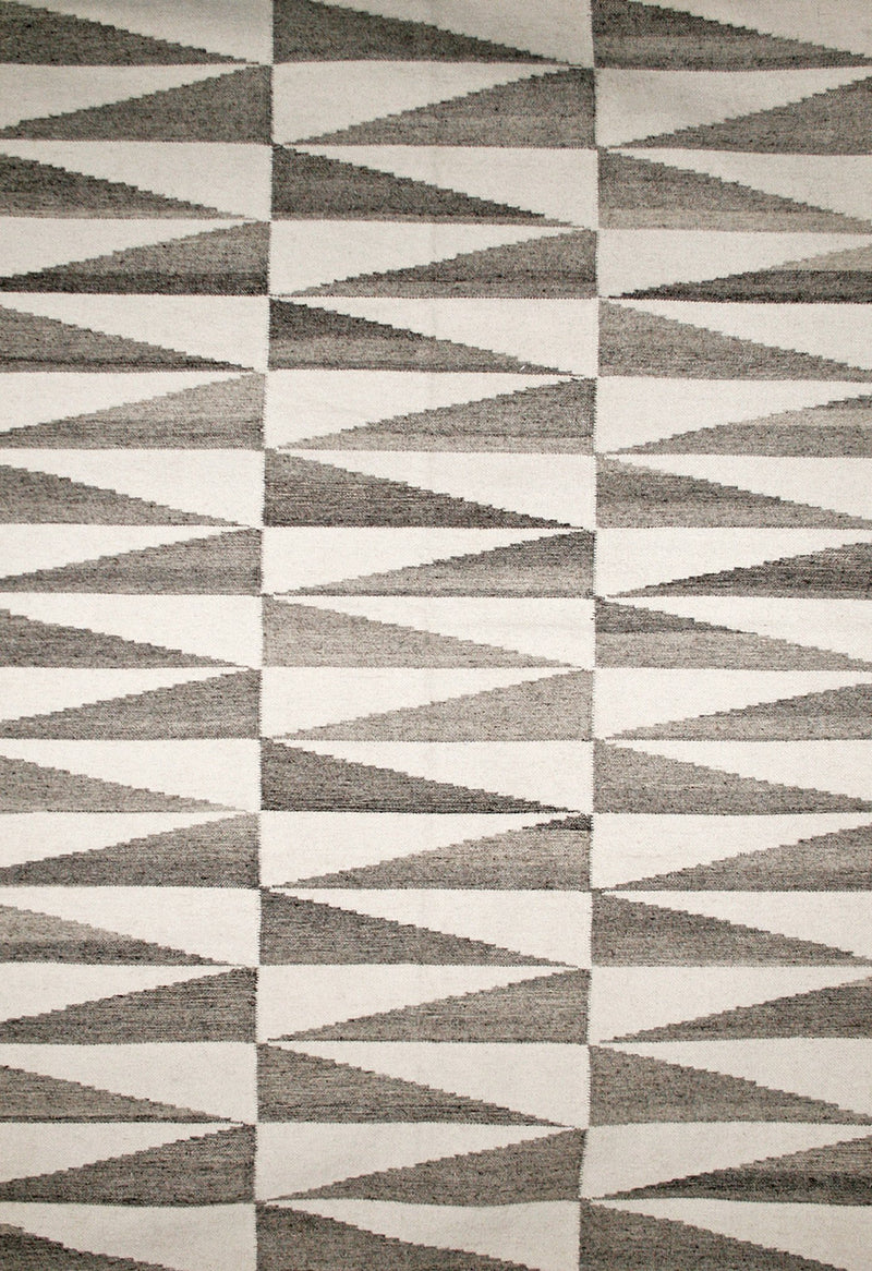 modern grey rug with geometric pattern