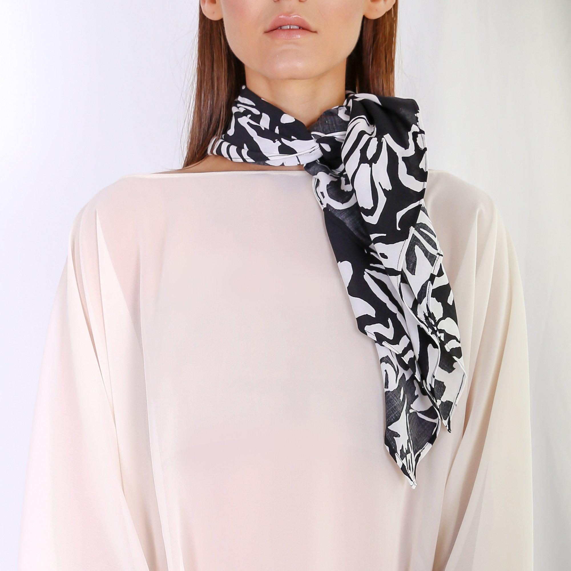 Cali-Black & White Scarf