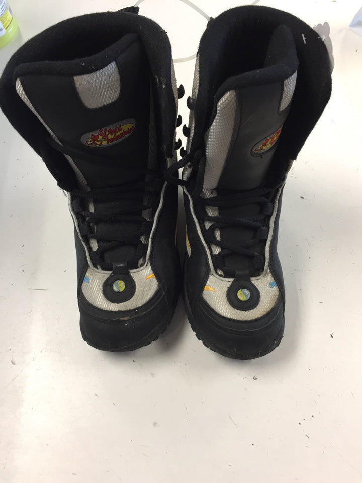 World Industries Battle Silver/Black Jr. Size Specific 5 Used Snowboard Boots