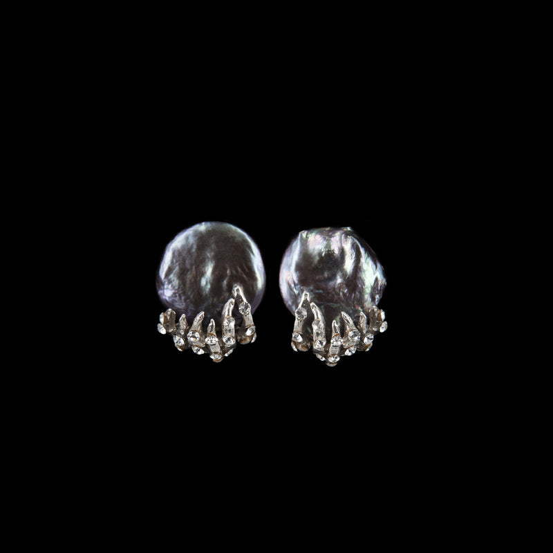 EARRINGS TENTACOLI WHITE BRONZE & GREY KEISHI PEARLS
