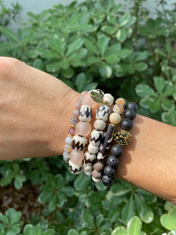 Women's Lion Lava Rock (1 bracelet)
